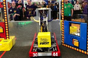 FRC Team competes at Utica with this year's robot - Lunchb0x
